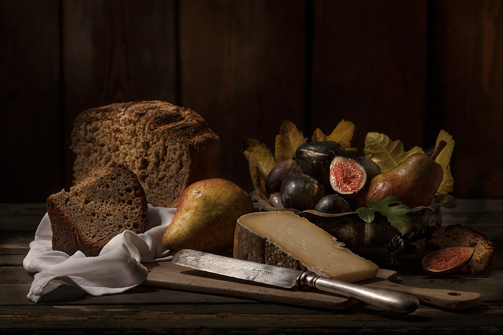 Toma cheese, Figs, Bread and Pears